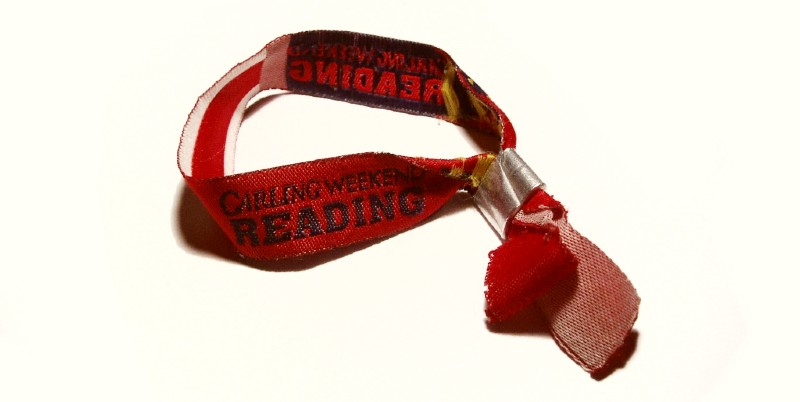 Festival wristband with metal toggle